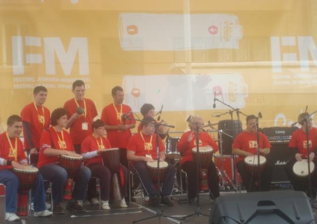 """""""Vatreni afrički bubnjari"""" na Međunarodnom festivalu jednakih mogućnosti 2012."""