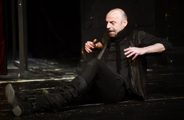 Goran Grgić glumi naslovnu ulogu u Cyranu. Snimo Renato Branđolica