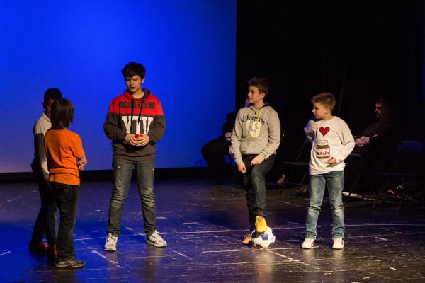 Val Krušić (Gregor), Nikša Roksandić (Luka), Ivan Pitar (Zmija), Niko Petrinec (Krklec), Jan Stojanovski (Danko). Snimio Nikola Seljan
