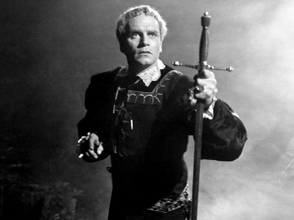 Laurence Olivier u ulozi Shakespeareova Hamleta